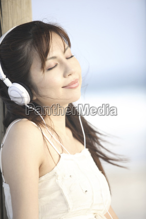 japanese woman listening to music on