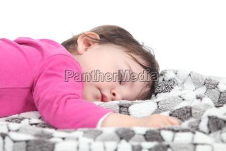 bebe que duerme en una manta
