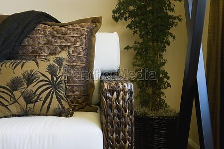 sillon de tejido con cojines
