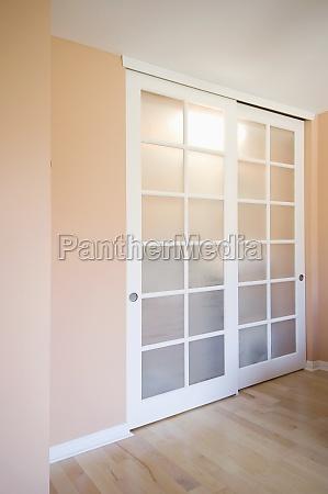 las puertas corredizas de armario en