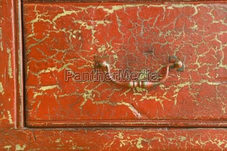 detalle de cracked red cajon
