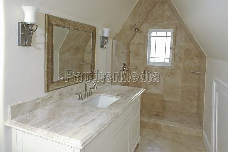 das innere der traditionellen heimischen badezimmer
