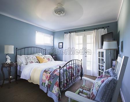 interior del dormitorio en la casaencinitascaliforniaeeuu