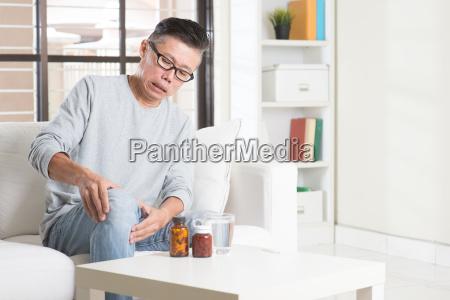 mature asian man knee pain