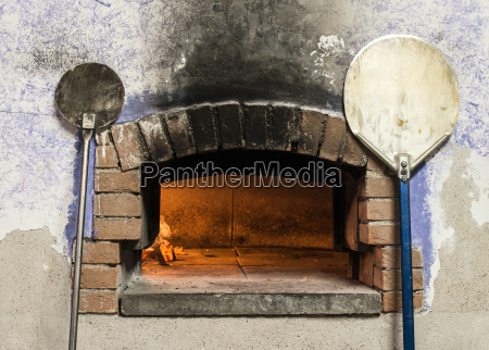 pizza oven and peels