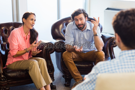 psychologist helping a couple with relationship