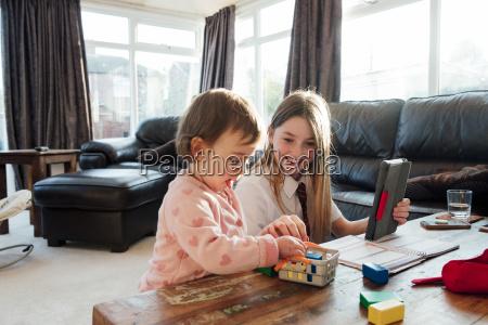 multitasking siblings and study
