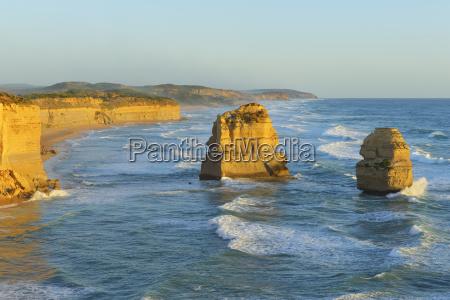 limestone stacks of the twelve apostles