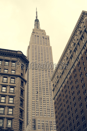 low, angle, view, of, empire, state - 25042636