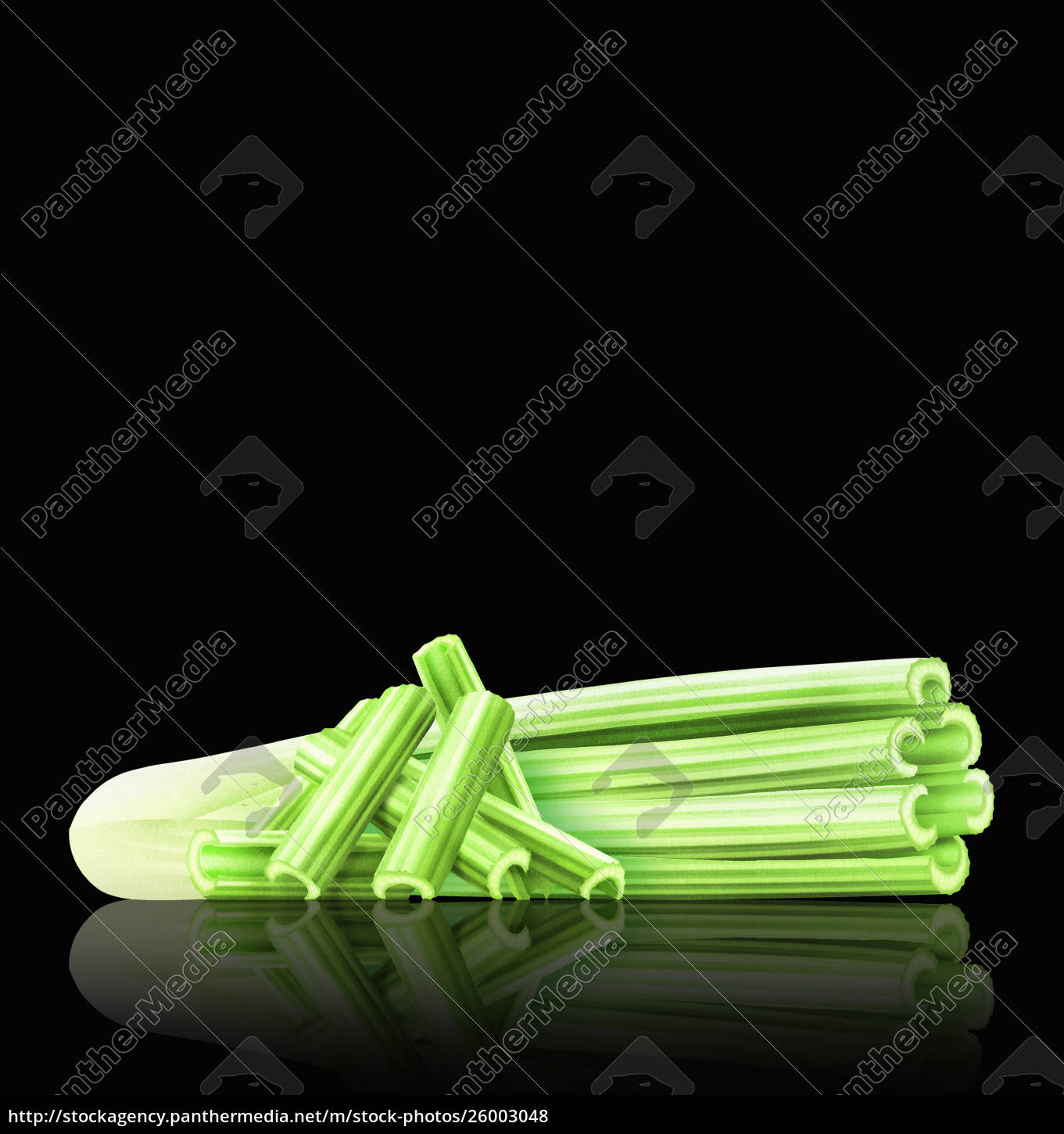 head, of, celery, with, celery, sticks - 26003048